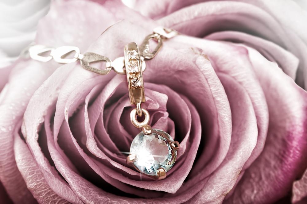 ダイヤモンドの効果について~永遠の輝きに隠された効能や使い方~