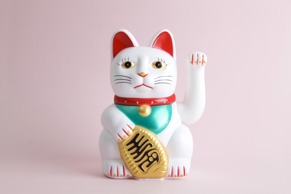 招き猫は左手?右手どっち?縁起物の意味を徹底解説