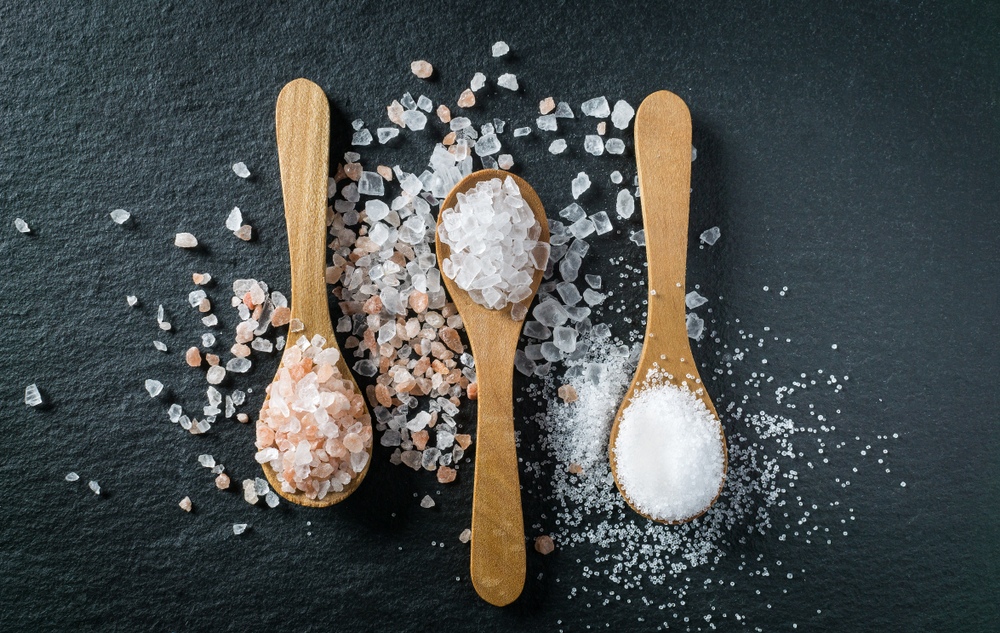 包み塩の効果で期待できること・包み方や持ち方のポイントも解説