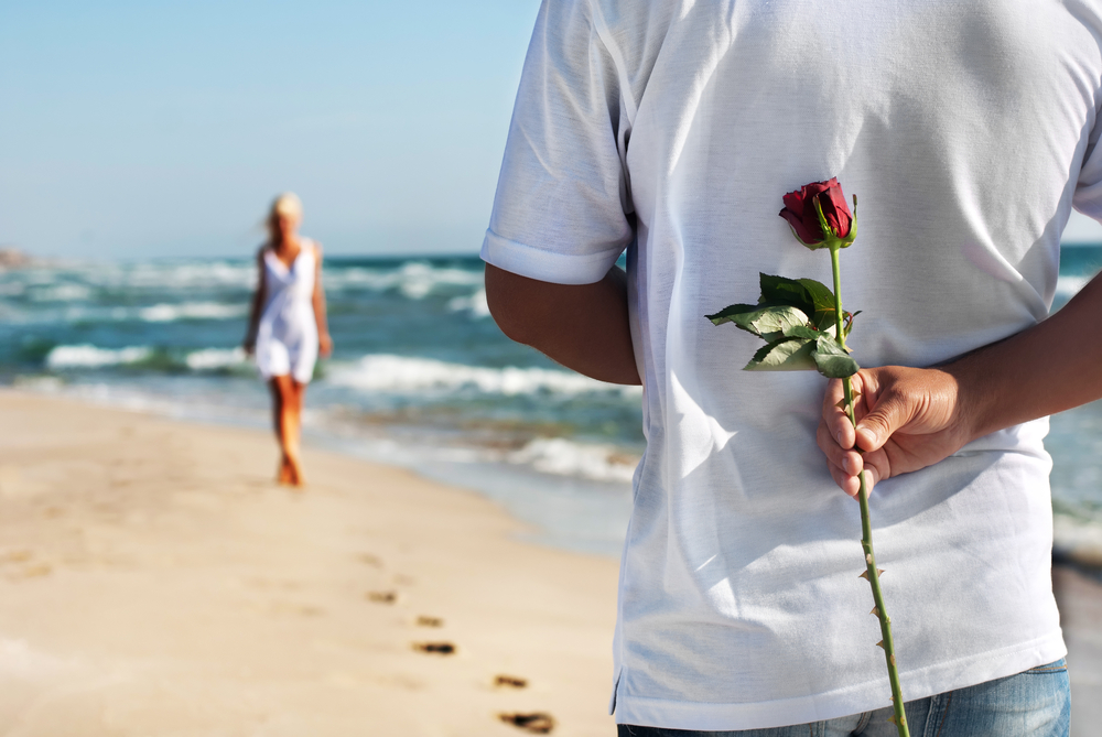 会った時に手を振る心理には愛情が含まれている?
