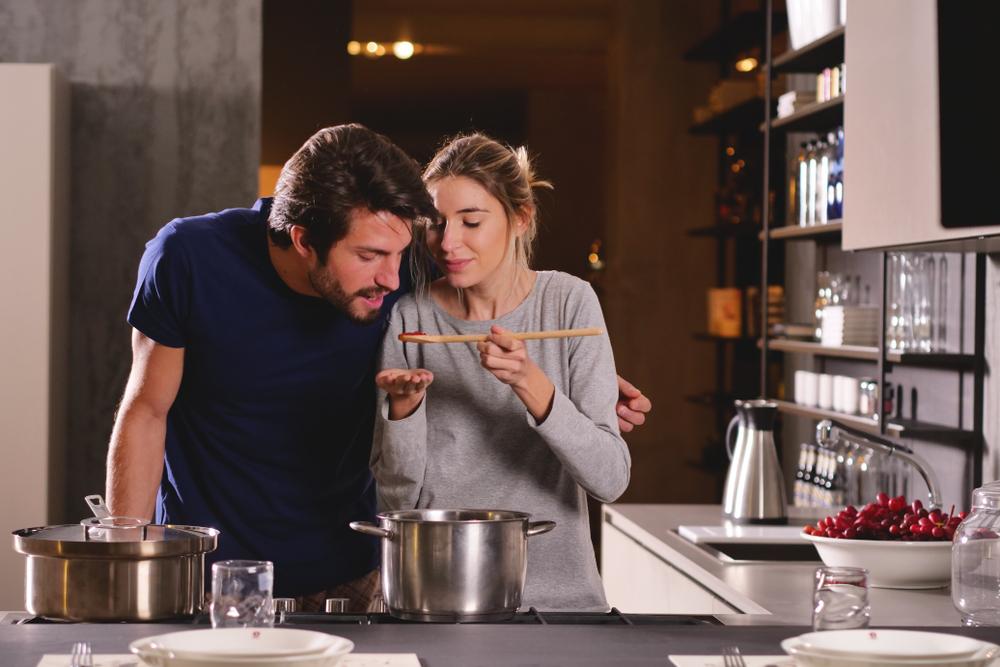 料理を褒める心理・お世辞が上手な人は人付き合いが得意?