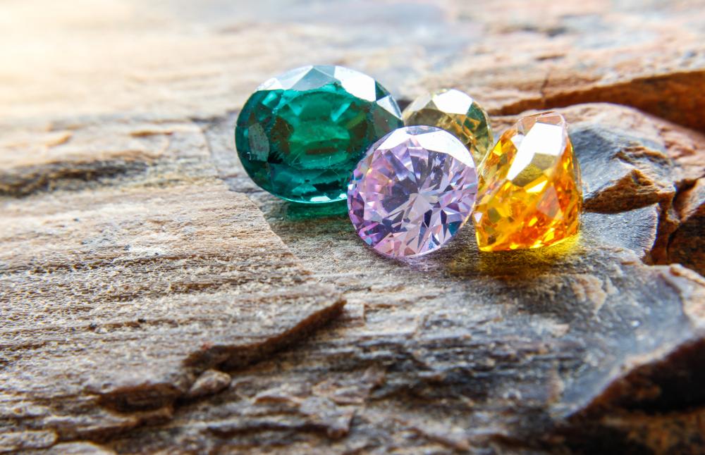 人工石にもパワーストーン効果はある?天然石との違いや特徴について